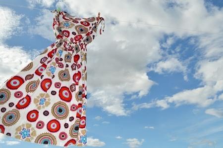 שמלה על רקע שמיים